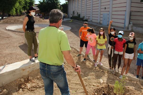 El Ayuntamiento crea un nuevo espacio verde en el CEIP Antonio Monzón